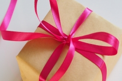 800x800 gift box -unsplash
